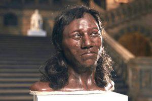 Чернокожие и голубоглазые: ученые выяснили, как выглядели первые британцы