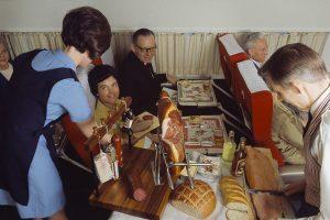 Хамон, омары и серебряные приборы: как кормили в самолетах 50 лет назад