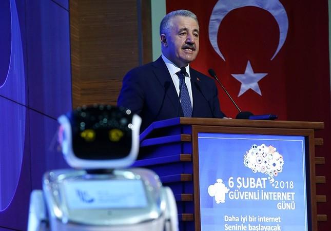 Робот-андроид потроллил министра Турции (видео)