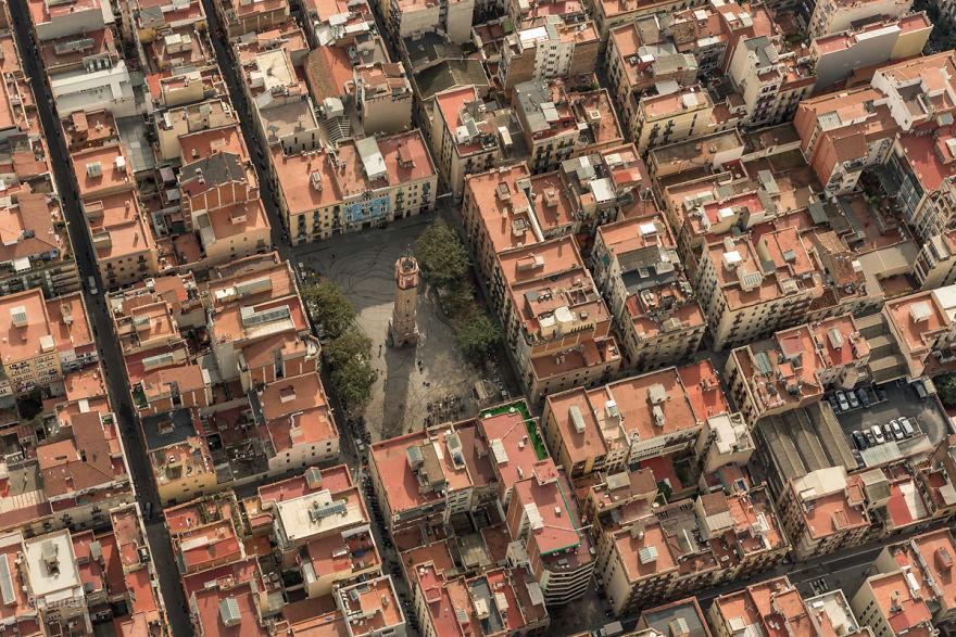 Взгляд на Барселону из-под крыла морской чайки