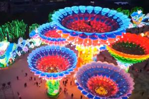 В Китае зажгли миллионы фонарей (видео)