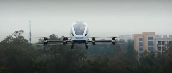 Китайский дрон-такси впервые прокатил пассажиров