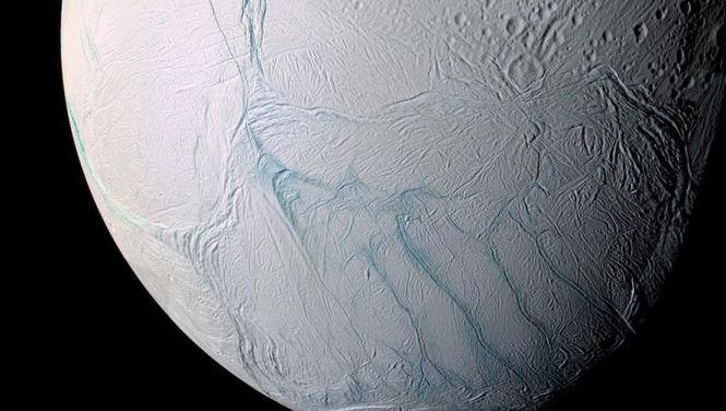 Земные микробы могут жить на спутнике Сатурна