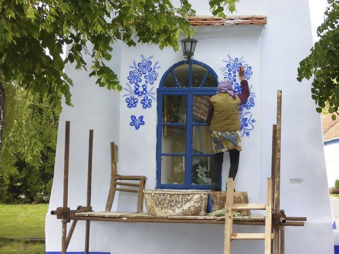 90-летняя бабушка расписала чешскую деревню 90-летняя бабушка расписала чешскую деревню house painting 90 year old grandma agnes kasparkova 14 59d334e885ebf  700