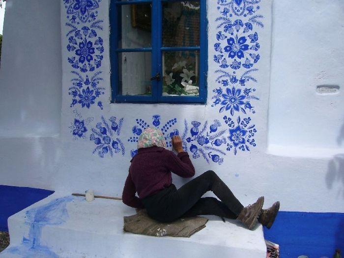 90-летняя бабушка расписала чешскую деревню 90-летняя бабушка расписала чешскую деревню house painting 90 year old grandma agnes kasparkova 16 59d334ed4fbd4  700
