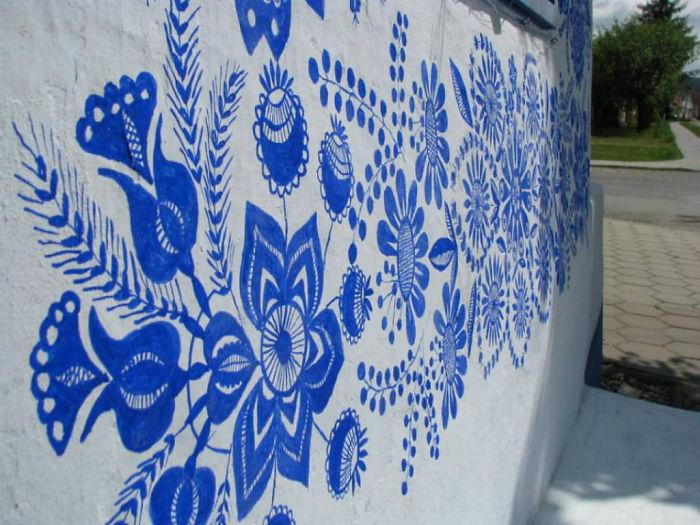 90-летняя бабушка расписала чешскую деревню 90-летняя бабушка расписала чешскую деревню house painting 90 year old grandma agnes kasparkova 22 59d334fc4ea36  700