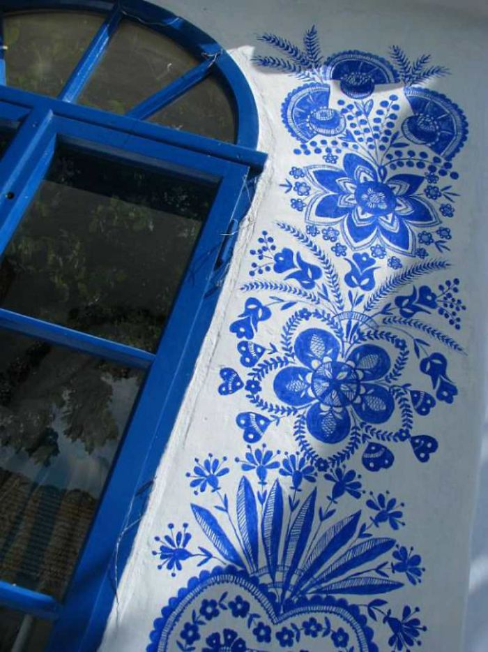 90-летняя бабушка расписала чешскую деревню 90-летняя бабушка расписала чешскую деревню house painting 90 year old grandma agnes kasparkova 26 59d3350427ec6  700