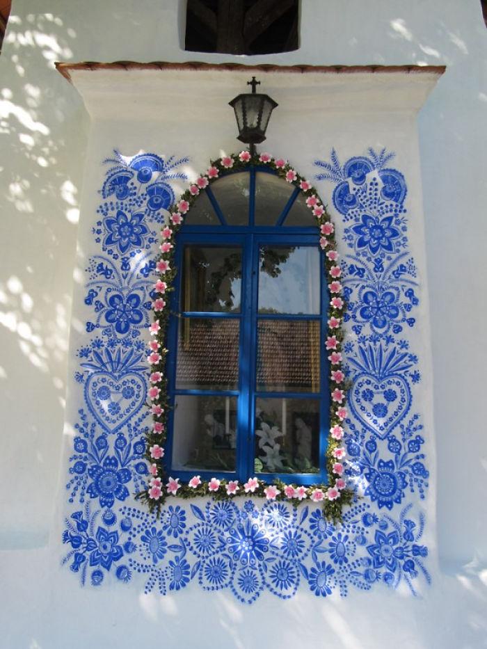 90-летняя бабушка расписала чешскую деревню 90-летняя бабушка расписала чешскую деревню house painting 90 year old grandma agnes kasparkova 5 59d3351a4b2e8  700