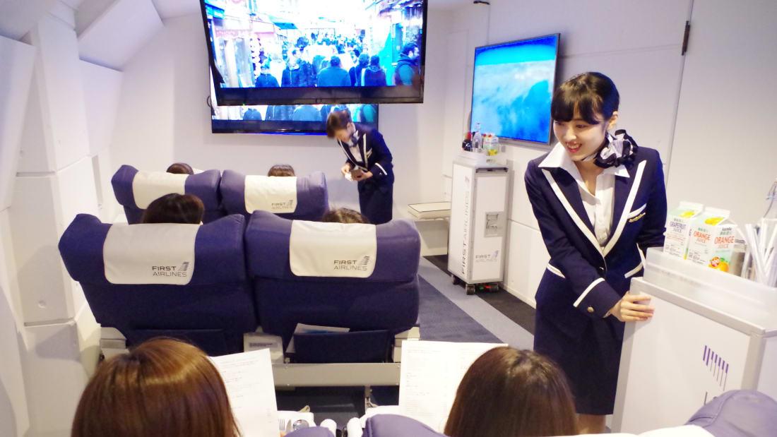 В Японии открыли ресторан-самолет для тех, кто боится летать В Японии открыли ресторан-самолет для тех, кто боится летать http 2F2Fcdn