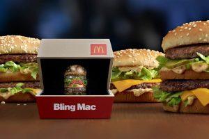 «Лухари стайл»: McDonald's выпустил кольцо в виде гамбургера за $12 500