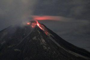 В Индонезии из-за вулкана отменяют авиарейсы