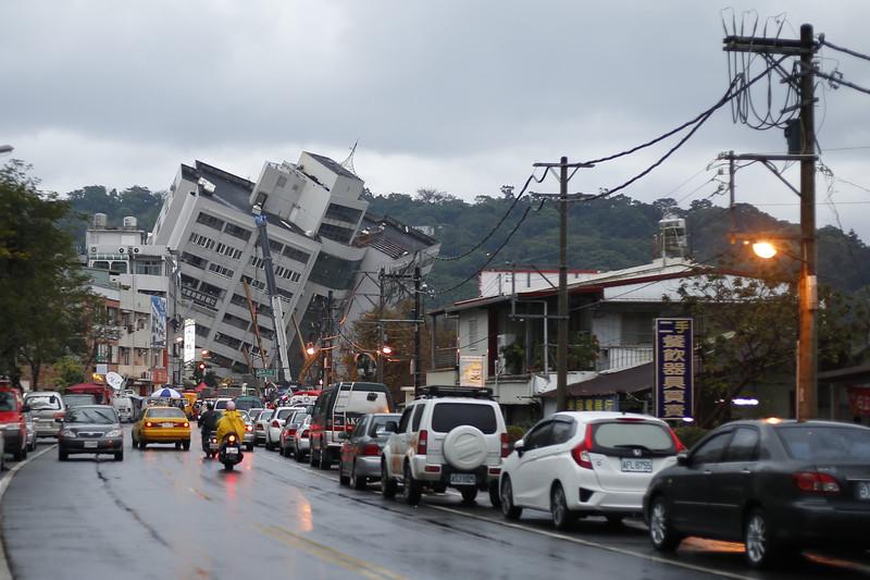 Мощное землетрясение на Тайване: дома превратились в Пизанские башни.Вокруг Света. Украина