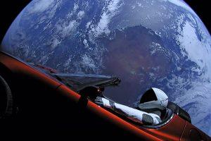 Астрономы назвали дату сближения Tesla Roadster с Марсом
