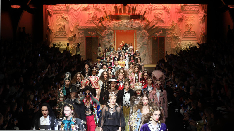 Dolce&Gabbana выпустили на подиум в Милане дроны (видео)