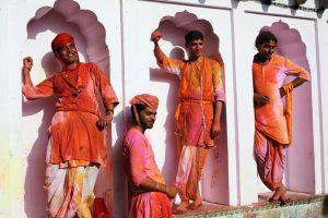 Праздник палок и красок: в Индии отмечают фестиваль Латмар Холи