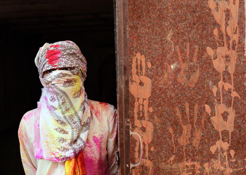 Праздник палок и красок: в Индии отмечают фестиваль Латмар Холи Праздник палок и красок: в Индии отмечают фестиваль Латмар Холи p 54157564
