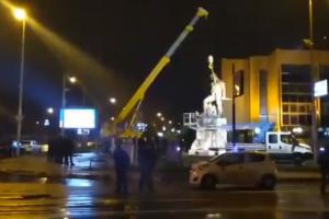 В Македонии начали сносить памятники, обижающие Грецию