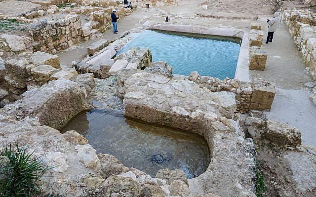 Археологи Израиля обнаружили бассейн, где крестили первых христиан.Вокруг Света. Украина
