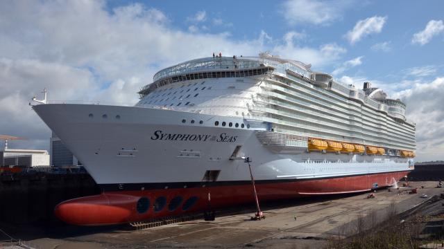 Как готовят к плаванию самый большой круизный лайнер в мире