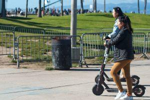 Электросамокаты привели к коллапсу на дорогах Санта-Моники
