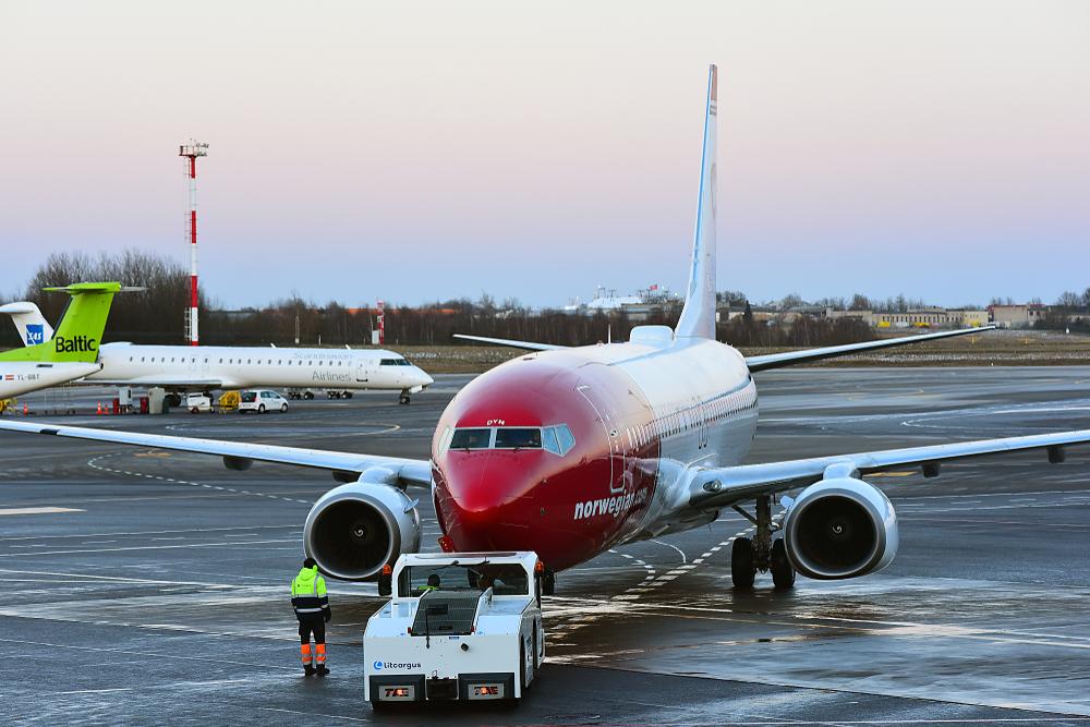 Самолет, перевозивший сантехников, экстренно сел из-за неисправности туалетов