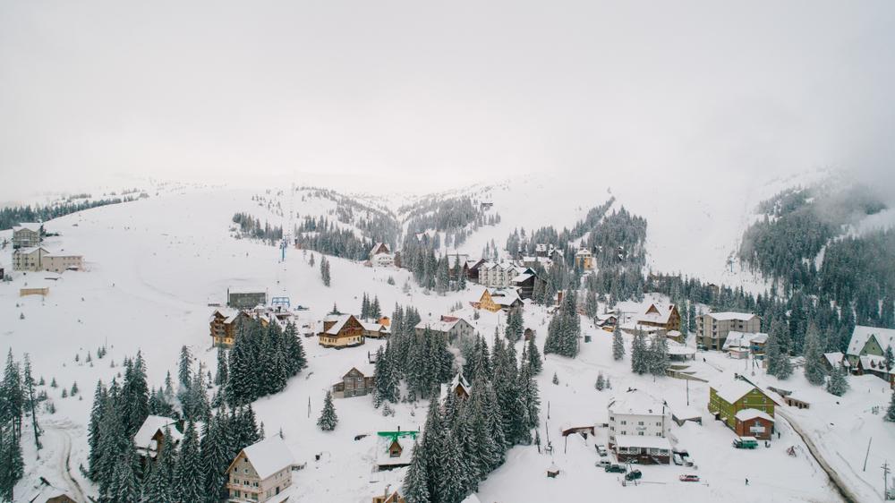 горнолыжные туры Украина Топ-5 українських курортів, де можна дешево покататись на лижах shutterstock 1015093171