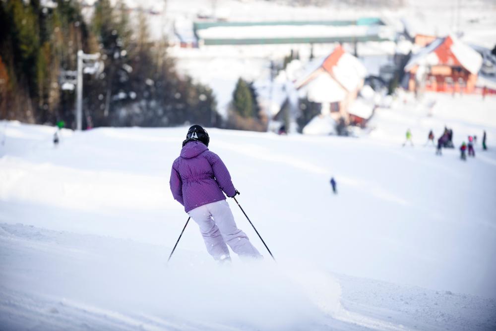 горнолыжные туры Украина Топ-5 українських курортів, де можна дешево покататись на лижах shutterstock 1017133609