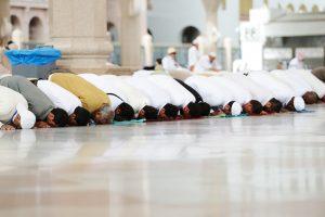 Молитвенная поза мусульман избавляет от боли в пояснице