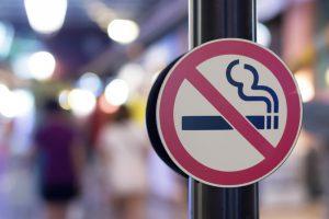 В Нидерландах полностью запретили курить в кафе и барах