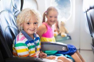 Британцы переплачивают $547 млн в год, чтобы сидеть в самолете с семьей