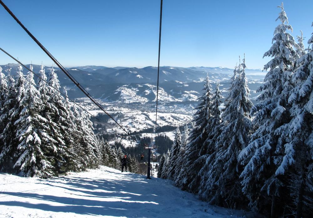 горнолыжные туры Украина Топ-5 українських курортів, де можна дешево покататись на лижах shutterstock 774992833
