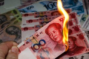 Двух китайцев наказали за то, что они на спор сожгли деньги
