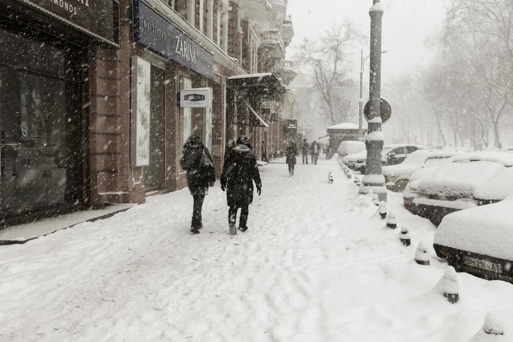 Одессу заморозило и замело снегом: видео