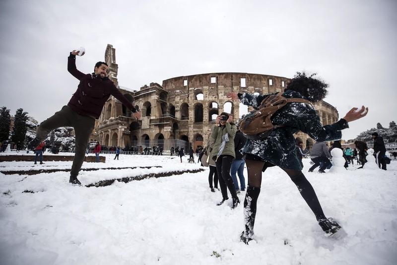 Рим парализовало из-за сильного снегопада.Вокруг Света. Украина