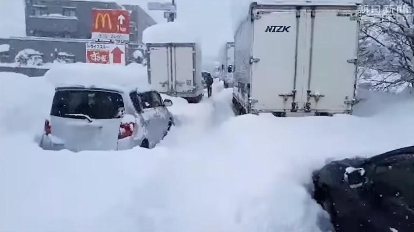 Жертвами снегопада в Японии стали семь человек
