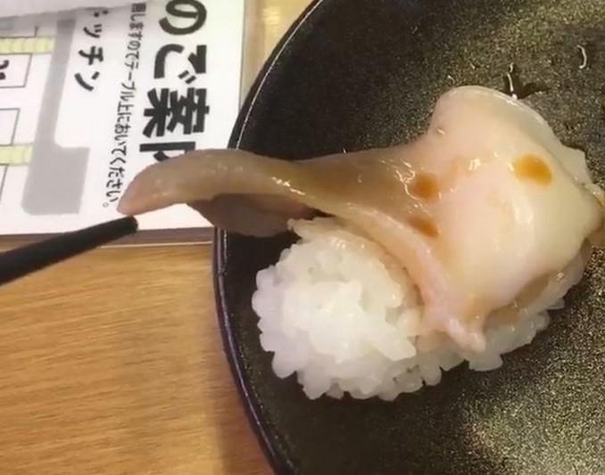 В Японии подают суши с живыми моллюсками