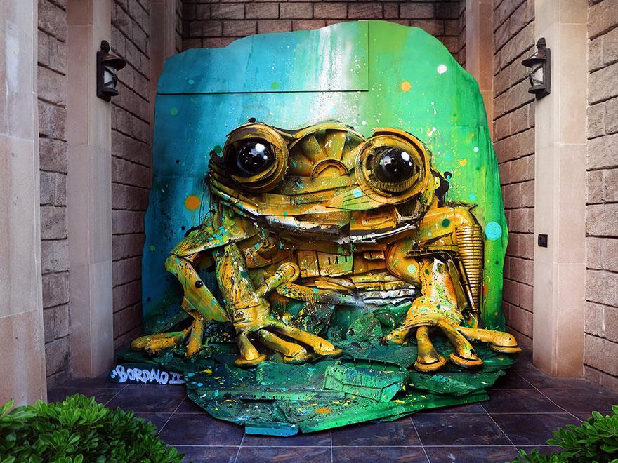 Искусство секонд-хенд: португальский художник создает скульптуры из мусора Искусство секонд-хенд: португальский художник создает скульптуры из мусора trash animal sculpture artur bordalo 1 57ea1b9f405a5  880