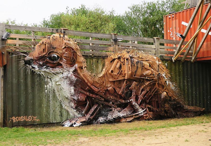 Искусство секонд-хенд: португальский художник создает скульптуры из мусора Искусство секонд-хенд: португальский художник создает скульптуры из мусора trash animal sculpture artur bordalo 13 57ea1bc1b6b57  880