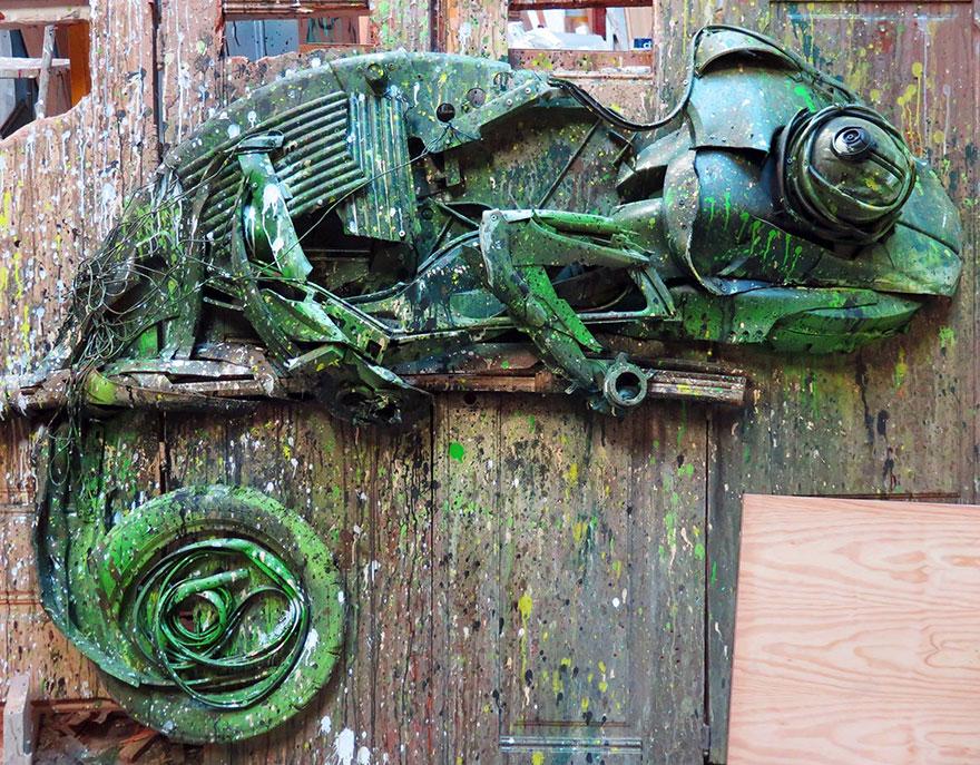 Искусство секонд-хенд: португальский художник создает скульптуры из мусора Искусство секонд-хенд: португальский художник создает скульптуры из мусора trash animal sculpture artur bordalo 15 57ea1bc755e61  880