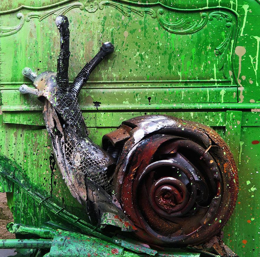 Искусство секонд-хенд: португальский художник создает скульптуры из мусора Искусство секонд-хенд: португальский художник создает скульптуры из мусора trash animal sculpture artur bordalo 27 57ea1be79de10  880