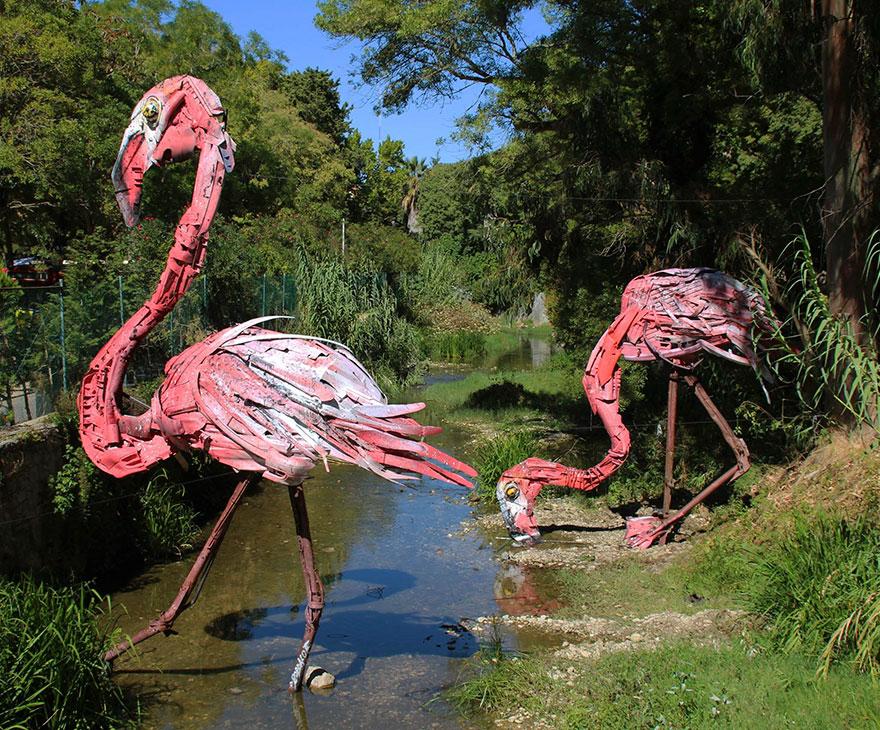 Искусство секонд-хенд: португальский художник создает скульптуры из мусора Искусство секонд-хенд: португальский художник создает скульптуры из мусора trash animal sculpture artur bordalo 3 57ea223746235  880