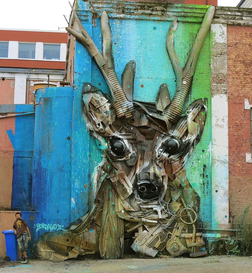 Искусство секонд-хенд: португальский художник создает скульптуры из мусора Искусство секонд-хенд: португальский художник создает скульптуры из мусора trash animal sculpture artur bordalo 39 57ea1c0383427  880
