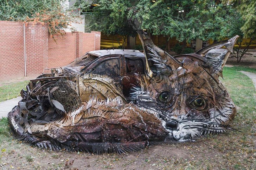 Искусство секонд-хенд: португальский художник создает скульптуры из мусора Искусство секонд-хенд: португальский художник создает скульптуры из мусора trash animal sculpture artur bordalo 6 57ea1bad5d03a  880