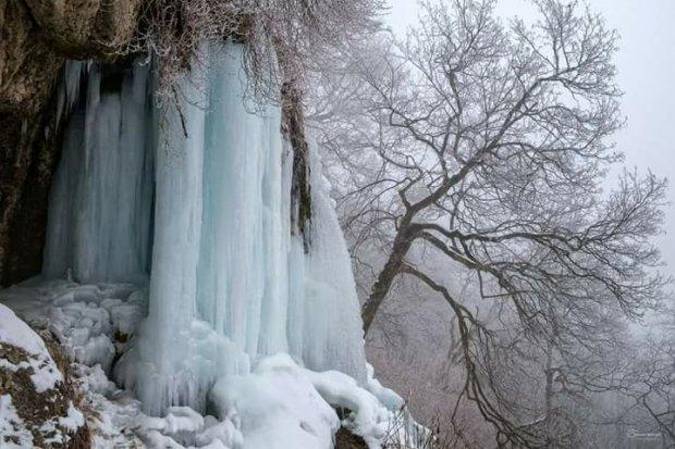 Сильные морозы сковали льдом водопады Прикарпатья