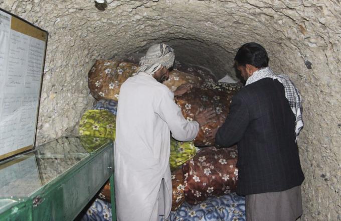 В Пакистане столетиями хоронят Кораны