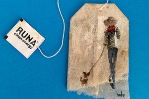 Нью-йоркская художница пишет картины на чайных пакетиках (фото)