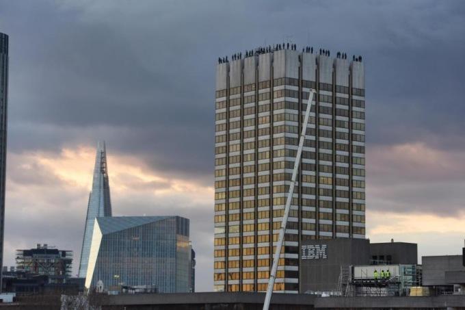 В Лондоне появился памятник самоубийцам В Лондоне появился памятник самоубийцам 2 27
