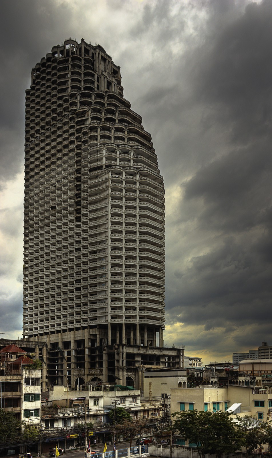 Как выглядит самый большой заброшенный небоскреб в мире Как выглядит самый большой заброшенный небоскреб в мире 2 5