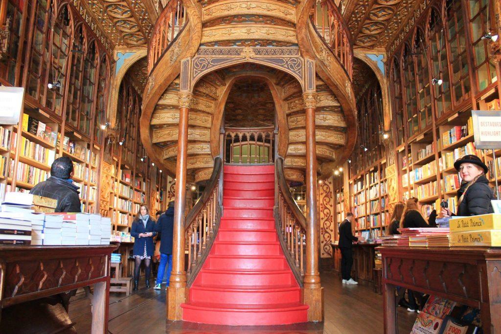 Самый старый книжный магазин, набережная океана и роскошный фастфуд – топ мест Порту Самый старый книжный магазин, набережная океана и роскошный фастфуд – топ мест Порту 29261080 2052793068342535 2447567081621684224 o 1024x683