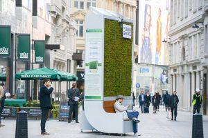 В Лондоне установили первую Hi-Tech скамейку, заменяющую деревья